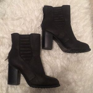 Women's black chunky heel booties size 10